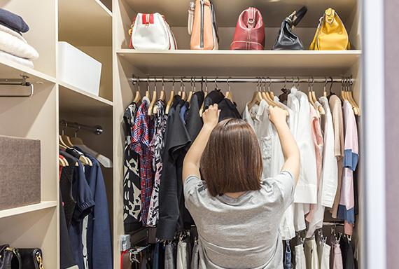 ¿Quieres saber cómo tener un armario sostenible?